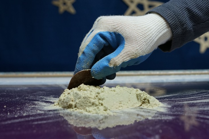 dry-ice-kief-extraction-scraping-2